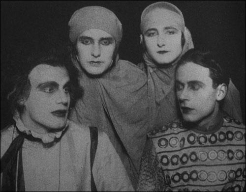 Gustaf Gründgens, Erika Mann, Pamela Wedekind, and Klaus Mann (1925)